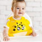 baveta-bebelusi-copii-cu-buzunar-silicon-girafa-galben-1