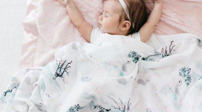 7 motive pentru care păturica din muselină este importantă pentru bebeluși
