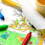 set-de-colorat-cu-plansa-reutilizabila-pahar-creioane-in-padure-1