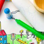 set-de-colorat-cu-plansa-reutilizabila-pahar-creioane-la-oras-1